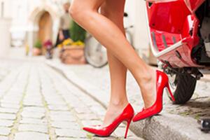 Болят ноги от каблуков: почему и как с этим бороться
