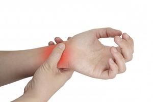 Как избавиться от боли в руке после травмы   Снять боль после перелома или растяжения запястья