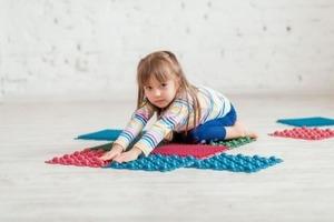 Как выбрать массажный коврик для ребенка?