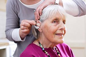Почему человек отказывается носить слуховой аппарат   Как заставить пожилого человека носить слуховой